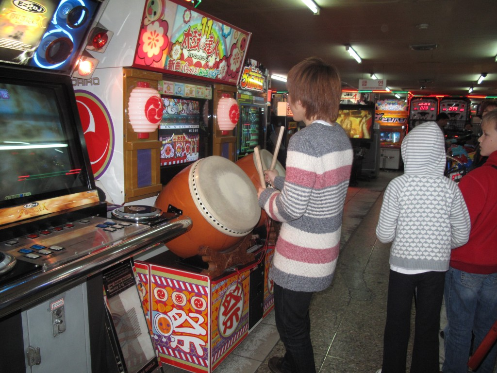 Korean traditions alive in the games arcade. This guy was SO good.